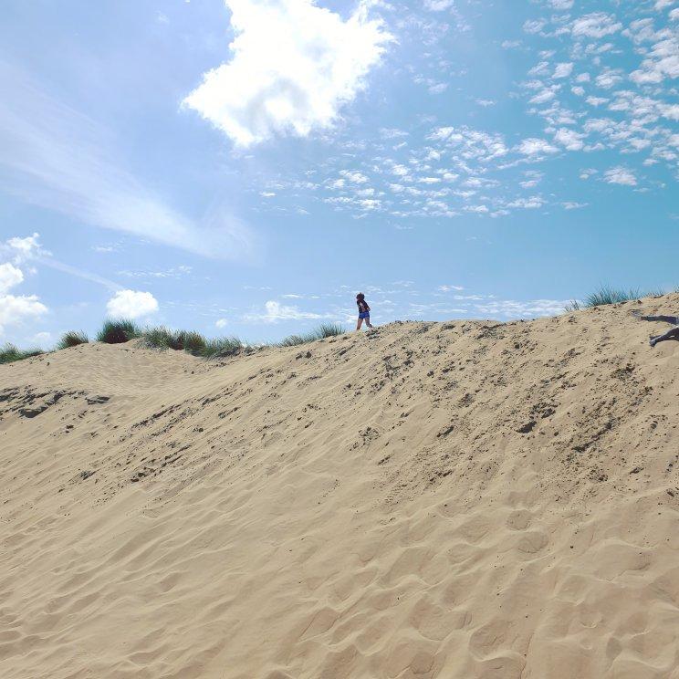 spelen op de duinen op de Brouwersdam