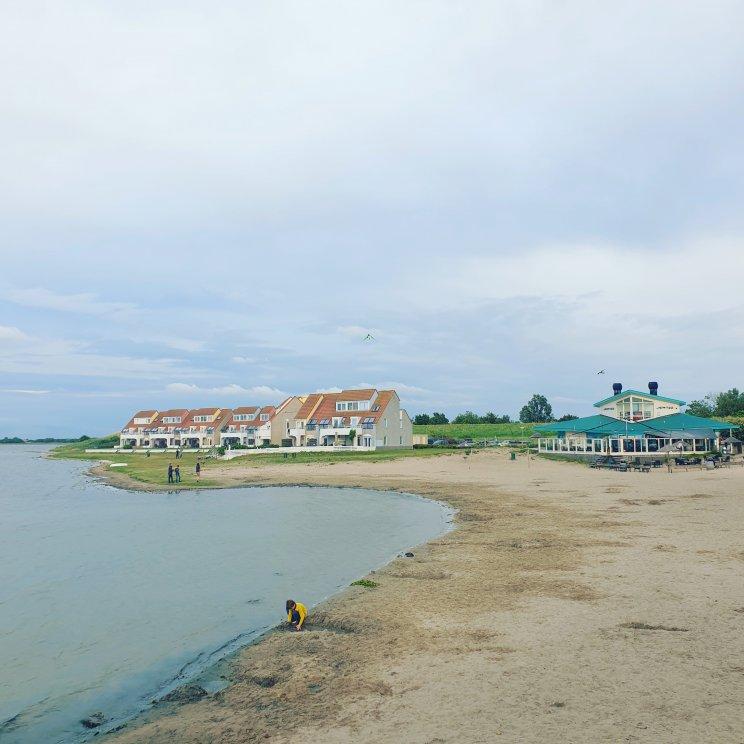 Schouwen Duiveland met kinderen - kindvriendelijk vakantiepark Landal Port Greve - strandje Grevelingenmeer