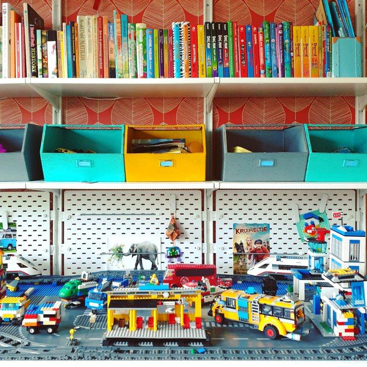 LEGO City bureau met trein er op - kleurrijke kinderkamer