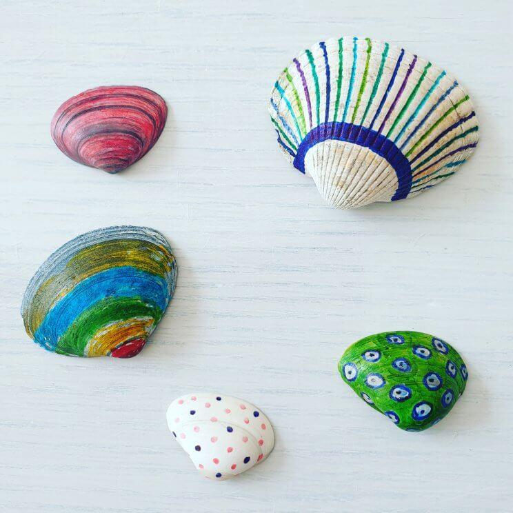 Knutselen met schelpen: schelp beschilderen met stiften