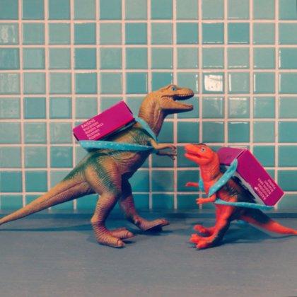 Traktatie ideeën voor kinderen op crèche of school - dinosaurus met rozijntjes