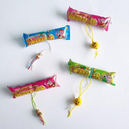 corona proof voorverpakte traktatie op school, ook leuk voor tieners in de bovenbouw - snoep met gelukspoppetje