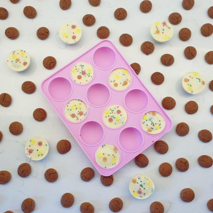 Sinterklaas recepten leuke ideeën om te knutselen met eten- pepernoten chocolade bolletjes