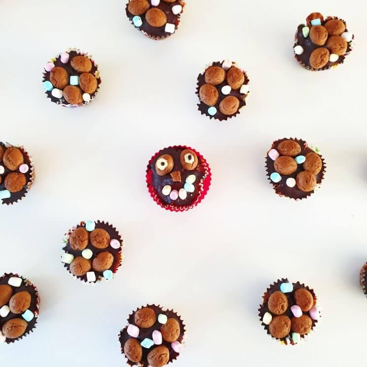 Sinterklaas recepten: leuke ideeën om te knutselen met eten - pepernoten cupcakes