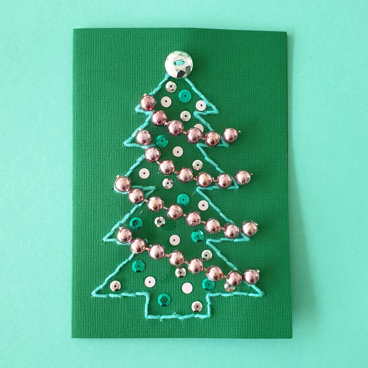 kerstkaarten knutselen met kinderen - kerstboom borduren en versieren met glitters