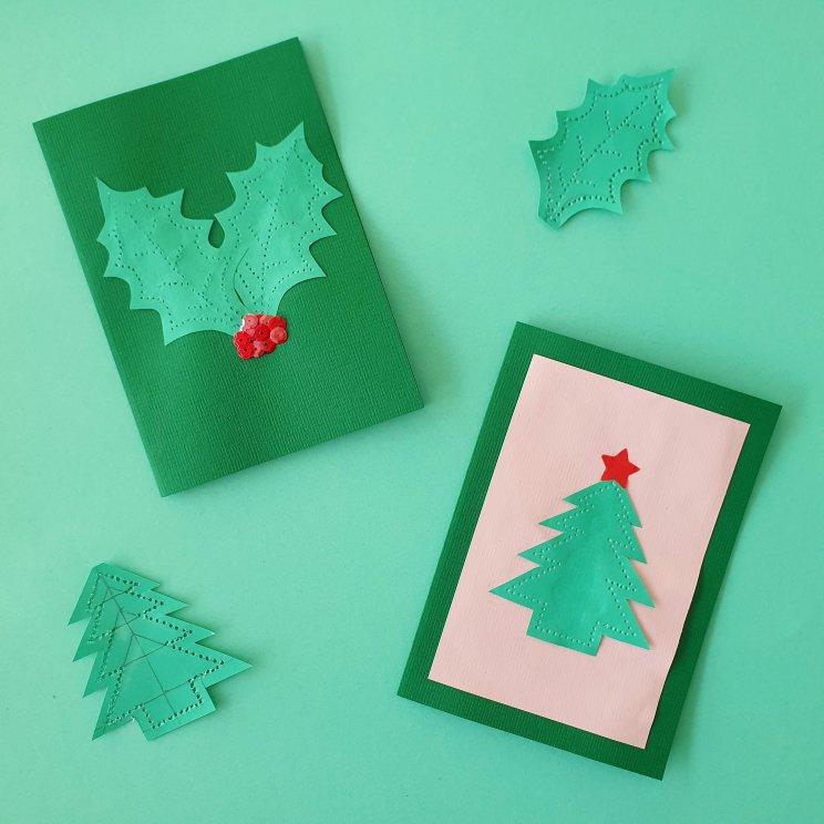 kerstkaarten knutselen met kinderen - kerstboom en hulst maken met prikblok en papier