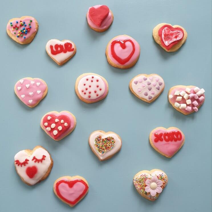 Bakken met kids: heel veel leuke recepten voor kinderen - hartjeskoekjes voor Valentijnsdag