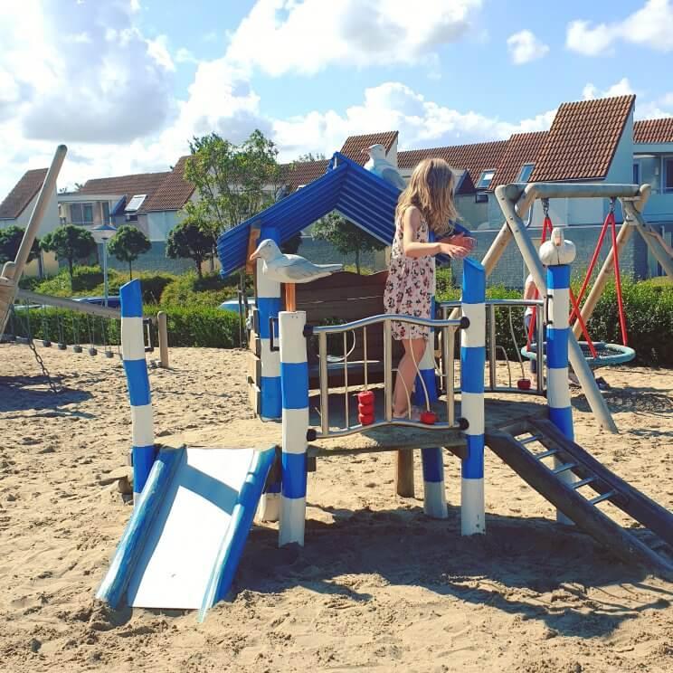Landal Port Greve: kindvriendelijk vakantiepark in Zeeland vlakbij bij zee, op Schouwen Duiveland - speeltuin met terras en restaurant