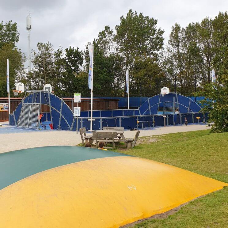 Landal Port Greve: kindvriendelijk vakantiepark in Zeeland vlakbij bij zee, op Schouwen Duiveland - speeltuin met airtrampoline en sportveld