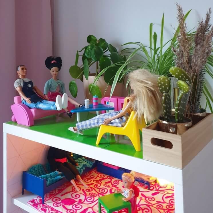 zelfgemaakt Barbiehuis in de kast, met dakterras