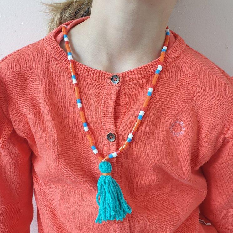 Ketting knutselen voor Koningsdag of om Oranje aan te moedigen bij een EK en WK, van strijkkralen en met een tassel