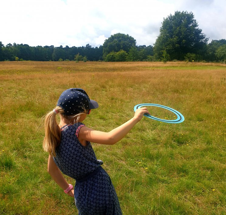 Het leukste buitenspeelgoed voor deze lente en zomer. Voor wie goed kan mikken: een frisbee.