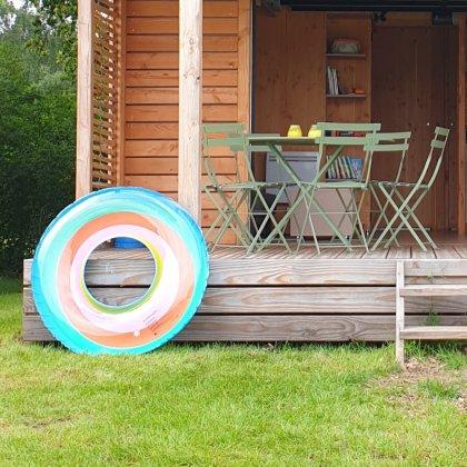 Het leukste buitenspeelgoed voor deze lente en zomer. Opblaasspeelgoed is altijd leuk, bijvoorbeeld een grote zwemband of opblaasbare wakeboards.
