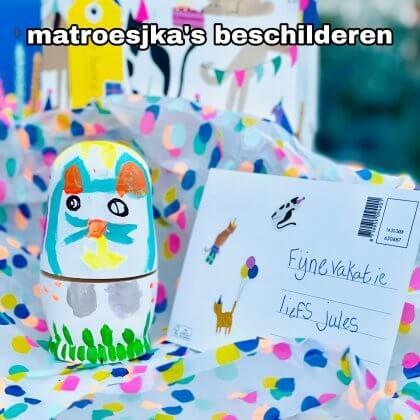 Matroesjka poppen zelf beschilderen: leuk cadeau om te knutselen. Matroesjka poppen zijn leuk om zelf te beschilderen. Tof voor als je een cadeau wil knutselen voor de juf, de meester, opa, oma, papa of mama. Dit super leuke idee is van Corrien. Ze maakte samen met haar dochters deze Matroesjka's voor de juffen.