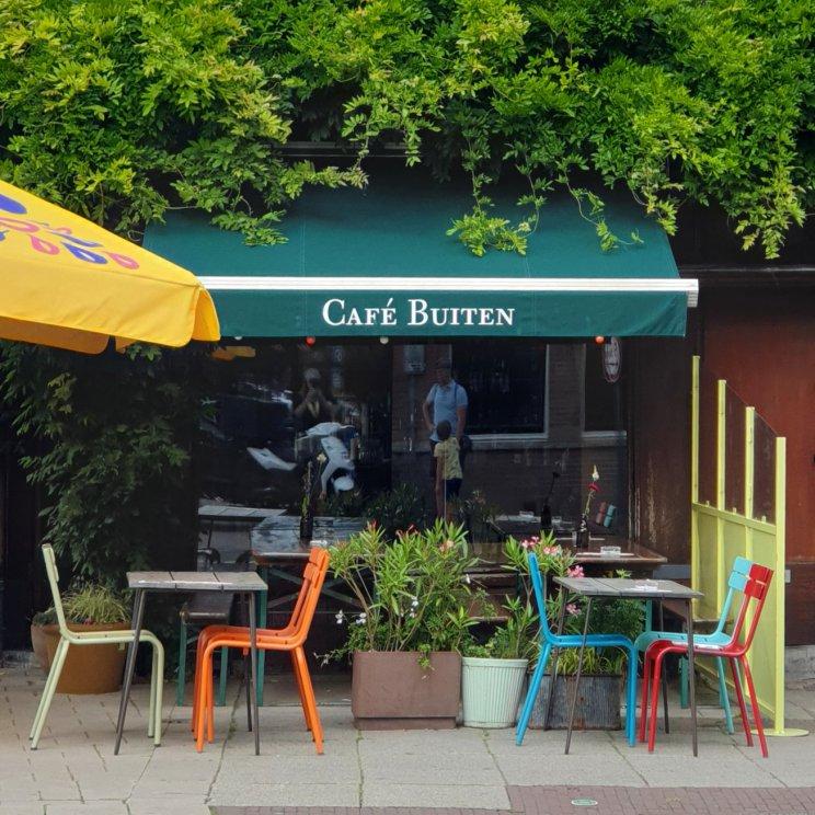 Amsterdam met kinderen: winkels, restaurants en speeltuinen in de Pijp. Kindvriendelijk restaurant Café Binnen Buiten
