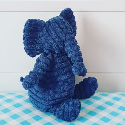 De Cordy Roy knuffels van Jellycat zijn gemaakt van rib fluweel, een heel leuk cadeau voor een baby, dreumes, peuter of kleuter