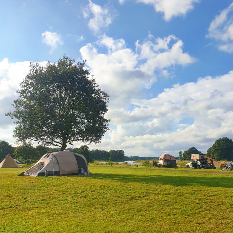 Huttopia de Roos: review van kindvriendelijke natuur camping in Overijssel, de camping ligt aan de Vecht in het Vechtdal