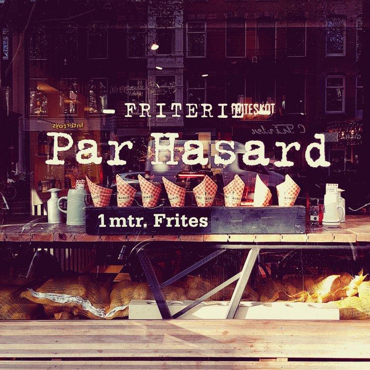 Friterie en Café Par Hasard aan de Ceintuurbaan heeft heerlijke puntzakken friet om mee te nemen. Maar ook café gerechten zoals Limburgs zuurvlees en fish & chips.