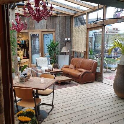 Kindvriendelijke restaurants en hotels: met speeltuin en ander leuks. Hart Beach Surfrestaurant in Scheveningen bij Den Haag ligt naast een speeltuin en is ook in de winter open.