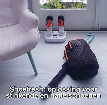Shoefresh review: een oplossing voor stinkende en natte schoenen. Wat kunnen schoenen ontzettend stinken en sportschoenen waarschijnlijk het allerergst. Maar ook na een lange werkdag of schooldag ruiken schoenen bepaald niet fris. Shoefresh heeft daar wat op bedacht: een apparaat dat je schoenen opfrist. Wij testten de Shoefresh.
